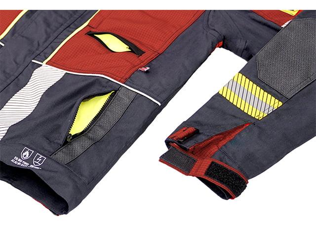 Lower welt pockets with zipper