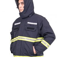 Water and windproof hood with drawcord, detachable by means of a zipper