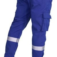 Bellow cargo pockets on both sides of the legs